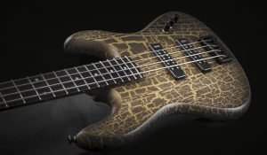 "Polaris ""Special"" crackle finish 4 strings"