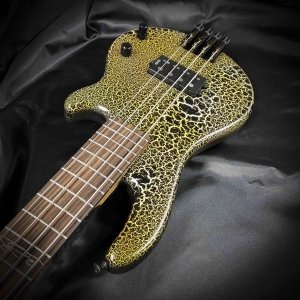 Travel bass headless 4 strings